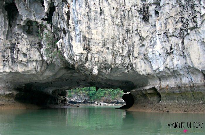 Tunnel alla Baia di Halong, Vietnam