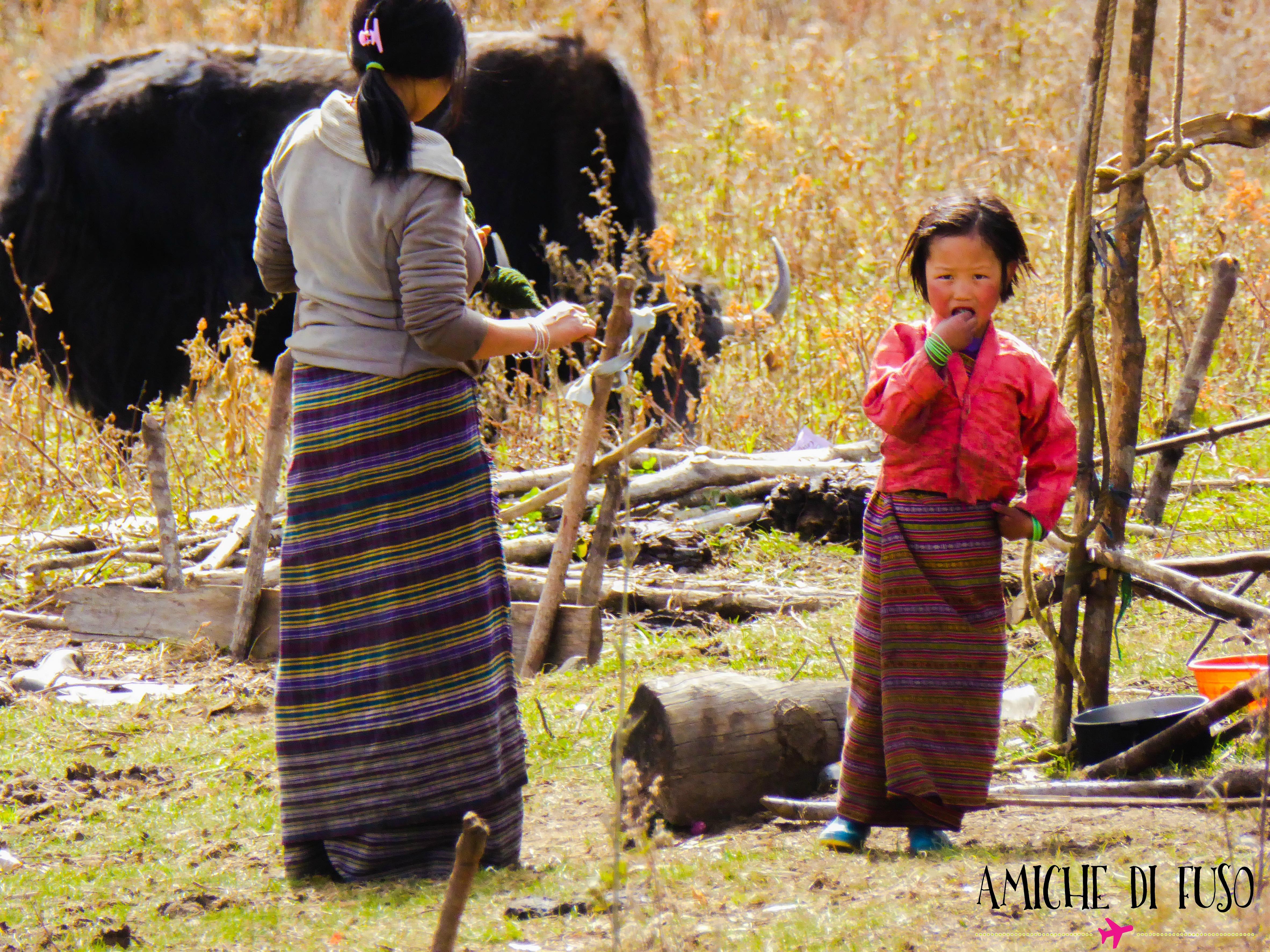 Una bimba nomade in Bhutan... e il suo yak.